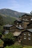山的古老村庄 库存图片