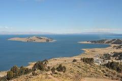 山的喀喀湖 免版税库存照片