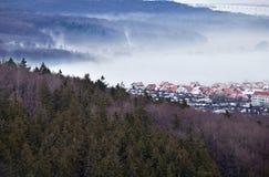 山的小的德国城镇 库存图片