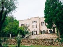 黑山的山的精华旅馆 古老石buildi 库存图片