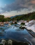 山的岩石河 免版税库存图片