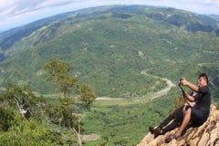 从山的峰顶的风景看法 库存图片