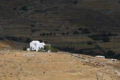 山的希腊典型的小的村庄 免版税库存图片