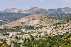山的希腊村庄 库存照片