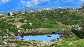 山的微型湖 库存照片