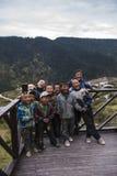 山的快乐的孩子 图库摄影