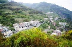 山的意大利村庄 库存照片