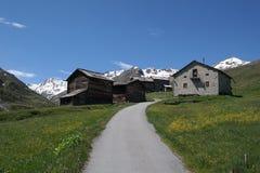山的房子 免版税库存照片