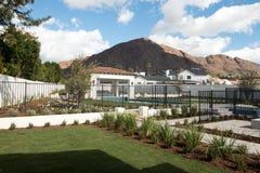 山的新的家与奥林匹克样式水池 图库摄影