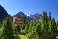 山的旅馆 免版税库存照片