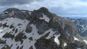 黑山的杜米托尔国家公园山鸟瞰图  股票视频