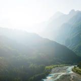 山的河 免版税库存照片