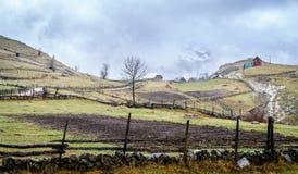 山的波斯尼亚的村庄 图库摄影