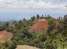 山的泰国村庄 免版税库存照片