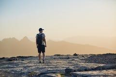 山的游人在日落 库存照片