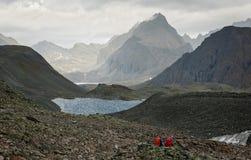 山的游人 免版税图库摄影