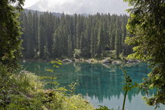 山的湖 免版税图库摄影