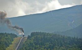 山的火车 免版税库存照片