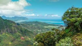 从山的热带海岛视图 库存图片