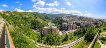 从山的热那亚老市视图 图库摄影