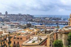 从山的热那亚老市视图 库存照片
