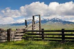 山的畜栏 免版税库存图片