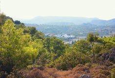 山的白色镇 库存图片