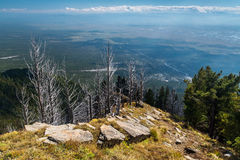 从山的看法到村庄Arshan 图库摄影