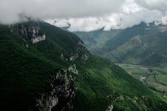 山的看法在北意大利 免版税库存图片
