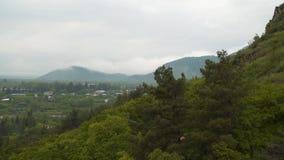 山的看法在多云天气的 影视素材