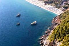 从山的看法在帕特拉海滩阿拉尼亚,土耳其 免版税库存照片