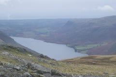 山的看法在湖区,英国 库存照片