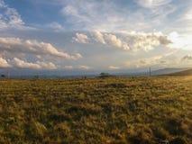 山的看法横跨天际的在Carrancas市附近在巴西 库存照片