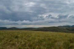 山的看法横跨天际的在Carrancas市附近在巴西 库存图片