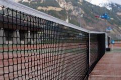 山的网球场 库存照片