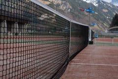 山的网球场 免版税库存图片