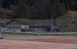 山的网球场 免版税库存照片