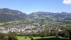 山的美丽的村庄 免版税库存图片