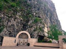 山的老正统修道院 免版税库存图片