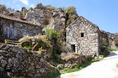 山的老葡萄牙村庄 库存照片