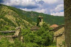 山的被放弃的村庄 图库摄影