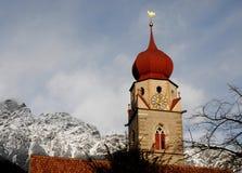 山的钟楼 免版税库存照片
