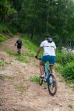 山的阿尔泰在自行车 免版税库存图片
