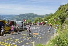 山的非职业骑自行车者-环法自行车赛2016年 免版税库存图片