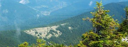 从山的顶端看法 免版税库存图片