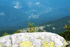 从山的顶端看法 库存图片
