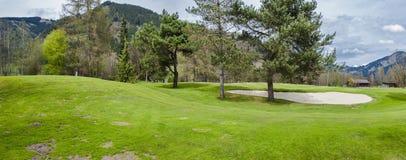 山的高尔夫球场 免版税库存照片