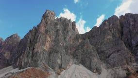 山的高山的概略的看法在波尔查诺,在白云岩的Tullen省的  秋天意大利 股票录像