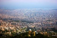 从山的巴塞罗那都市风景 免版税库存照片