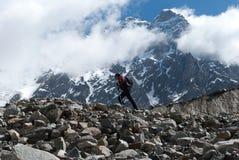 山的登山人 库存照片